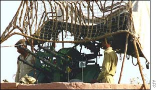 Pakistani troopers near an anti-aircraft gun in Islamabad airport
