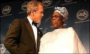 US President Bush and Nigerian President Obasanjo at a Washington event honouring the late anti-apartheid campaigner Leon Sullivan