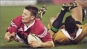 Brian O'Driscoll beats Australian winger Andrew Walker over the try line