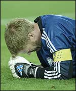 Oliver Kahn contemplates defeat in the World Cup final