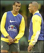 Rivaldo (l) and Ronaldo during a Brazilian training session