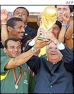 Captain Cafu and President Fernando Henrique Cardoso