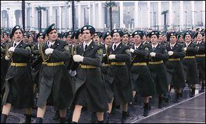 Туркменские женщины на параде