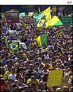 Brazilian fans welcome home their World Cup-winning team in Brasilia