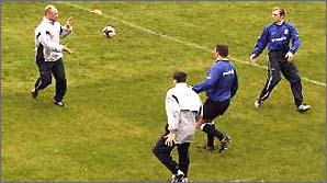 Matt Dawson passes to Neil Back in an England training session
