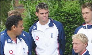 James Anderson (centre)
