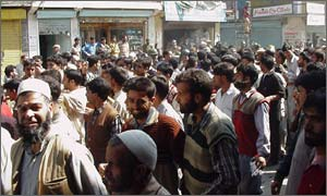 Crowds in Pulwama