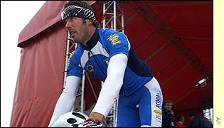 Cipollini makes his way to the start at Zolder