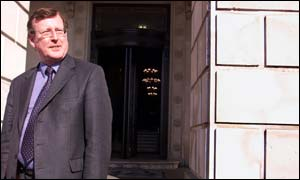 Trimble rejects idea of talks over Stormont suspension