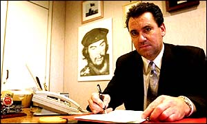 Andy Gilchrist in his FBU office, with a photograph of Che Guevara on his left
