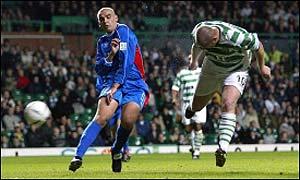 John Hartson scores Celtic's second goal against Inverness
