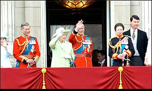 Royal family on Buckingham Palace balcony for 2002 trooping the colour