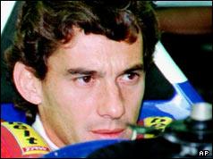 Ayrton Senna en su auto poco antes de su muerte