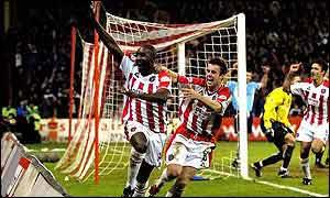 Sheffield United's Wayne Allison (left) celebrates scoring