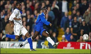 Everton's Joseph Yobo (left) looks on as Chelsea's Jimmy Floyd Hasselbaink scores