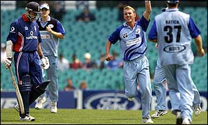 Brett Lee celebrates the wicket of Nick Knight