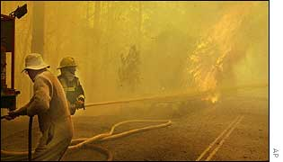 Firefighters tackle Blue Mountains blaze