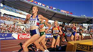 Paula Radcliffe leads from the front