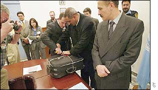 Iraqi officials seal suitcase used to transport declaration