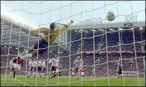 David James dives in vain