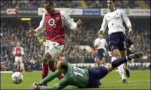 Spurs goalkeeper Kasey Keller fouls Arsenal's Thierry Henry to concede a first-half penalty