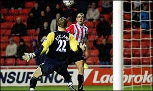 Gavin McCann opens the scoring for Sunderland