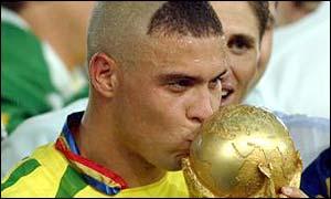 Ronaldo kisses the World Cup trophy