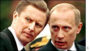 Defence Minister Sergei Ivanov (L) and President Vladimir Putin