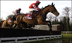 Irish hero Florida Pearl leads the way in the 2001 King George VI Chase