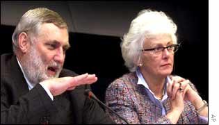 EU Agriculture and Fisheries Commissioner Franz Fischler (L) and Denmark's Fisheries Minister Mariann Fischer Boel