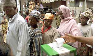 Nigerians vote in 1999