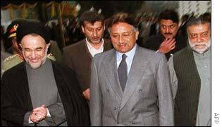 President Khatami (l) General Musharraf (c) Zafarullah Jamali (r)