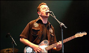 Jo Strummer playing live