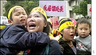 Women born in China married to Taiwanese protest against changes in the law