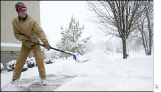 Arkansas resident clears pavement in town of Bella Vista