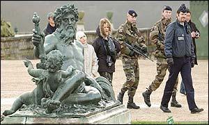Versailles - armed