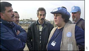 UN weapons inspectors talks to Iraqi officials