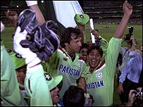 Pakistan celebrate victory over England