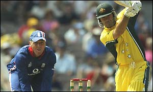 Alec Stewart watches Ricky Ponting bat