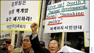 Protesters in Seoul demand an end to the South's rapprochement with the North