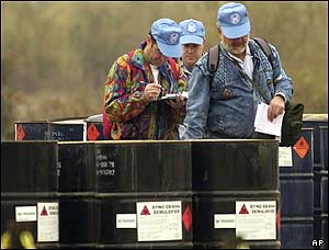 UN inspectors at oil facility