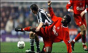 Liverpool's Salif Diao challenges Newcastle's Craig Bellamy