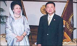 Khaleda Zia (L) with Thai Prime Minister Thaksin Shinawatra