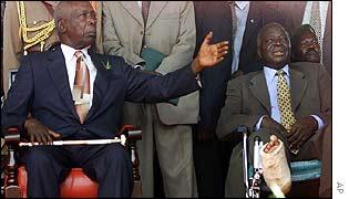 Outgoing President Daniel arap Moi and Mwai Kibaki