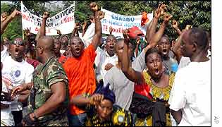 Protesters outside Gbagbo's home in Abidjan