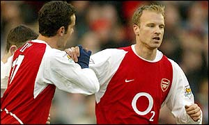 Edu (left) and Dennis Bergkamp