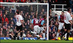 Jermain Defoe levels at 1-1 for West Ham