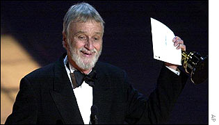 Conrad L Hall picking up his Oscar for American Beauty in 2000
