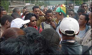 Hirut Gedlu surrounded by the crowd as she arrives in Addis Ababa