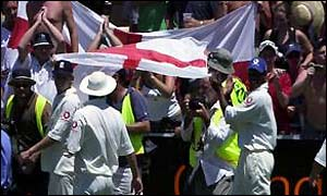 England cricketers on a lap of honour after Sydney Test win